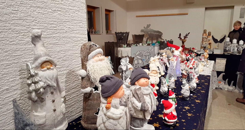 Glühwein und liebevoll dekorierte Stände bringen vorweihnachtliche Stimmung 2