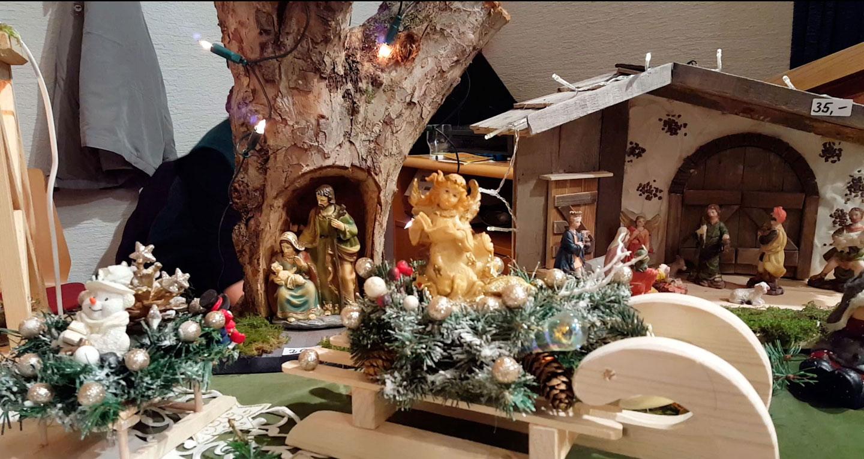 Glühwein und liebevoll dekorierte Stände bringen vorweihnachtliche Stimmung 4