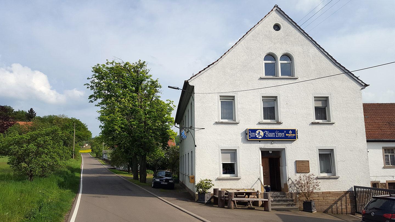 """Gasthaus """"Zum Blauen Löwen"""" auf Neubau"""