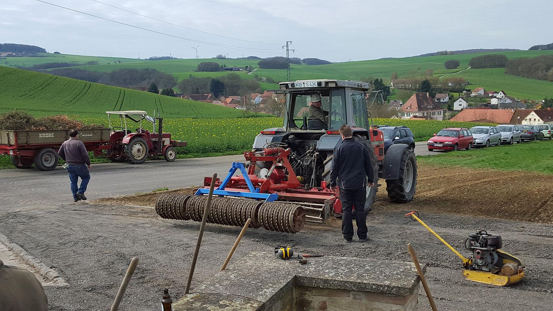 Bodenaufbereitung vor der Graseinsaat durch Karlheinz Sundheimer