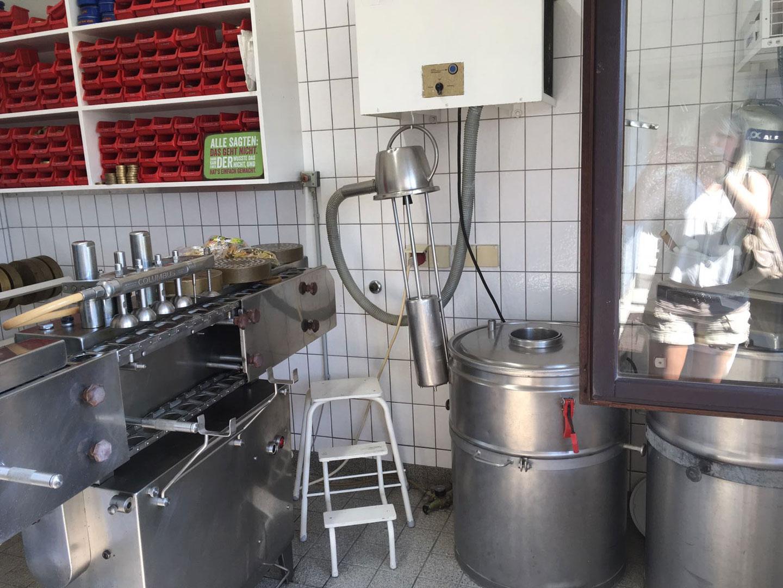 Blick in die Küche der Nudelfabrik