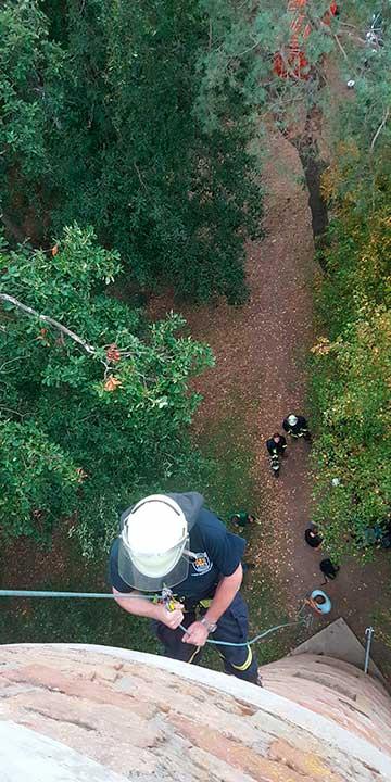 Übung zur Höhenrettung: Abseilen vom Aussichtsturm in Seelen