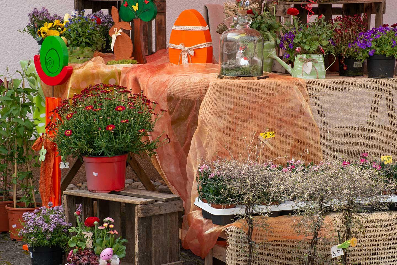 Auch Blumen und Ostergestecke wurden angeboten