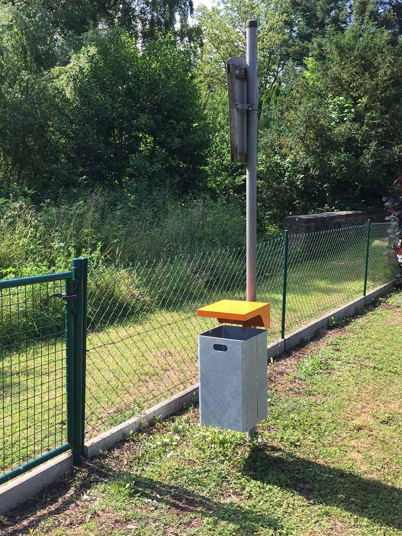 Neuer Mülleimer am Spielplatz