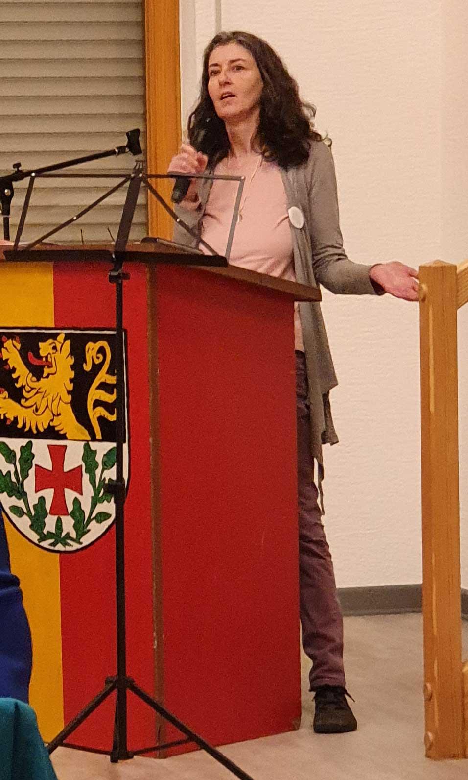 "Annette Kollmannsperger hielt einen Vortrag zu ""Omas gegen Rechts"""