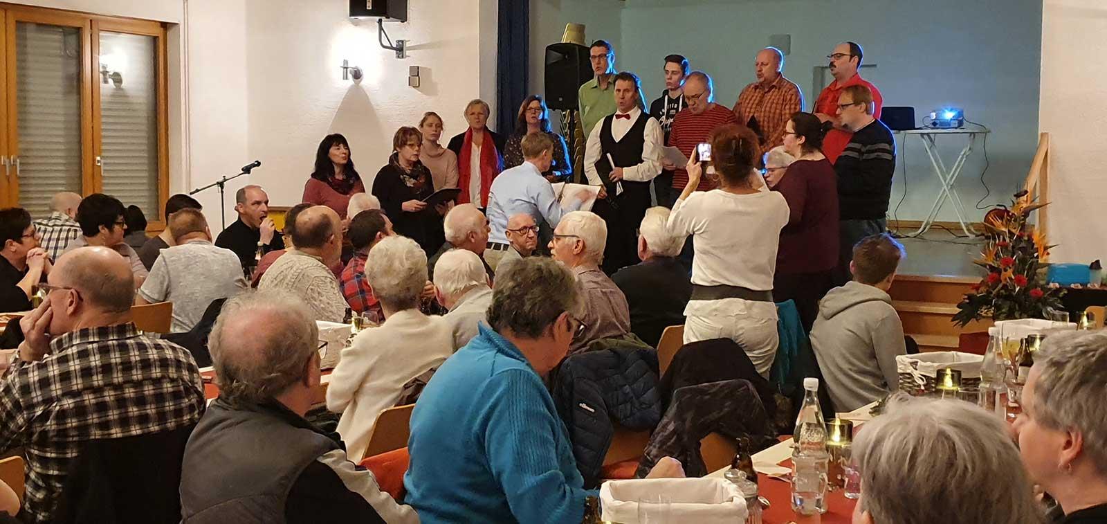 Der Stahlberger Chor sang vor fast vollem Haus.