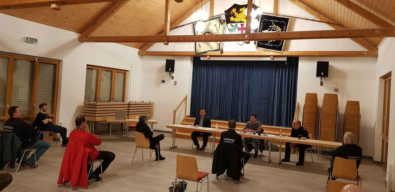 Die Versammlung leitete der Erste Beigeordnete Güngör Aydin. Mit anwesend waren außerdem der Wehrleiter der Verbandsgemeinde Nordpfälzer Land Timo Blümmert sowie Feuerwehr-Sachbearbeiter Sascha Nickel.